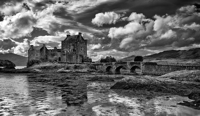 Eilean-Donan-Castle-near-Isle-of-Skye-Scotland-UK-#08103357